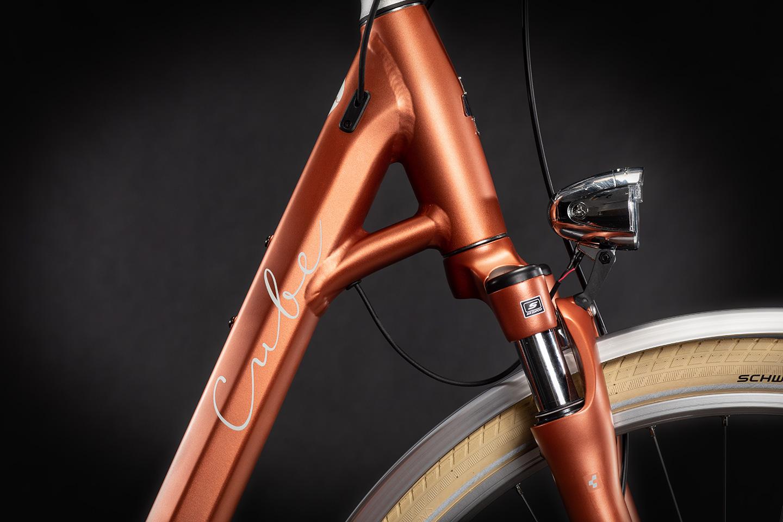 https://w8w5m3f8.stackpathcdn.com/21759/cube-ella-ride-hybrid-rednwhite-easy-entry-cm.jpg