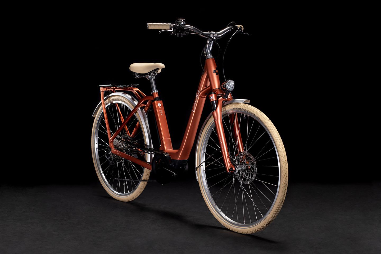https://w8w5m3f8.stackpathcdn.com/21763/velo-electrique-urbain-cube-ella-ride-hybrid-400-ou-500wh.jpg