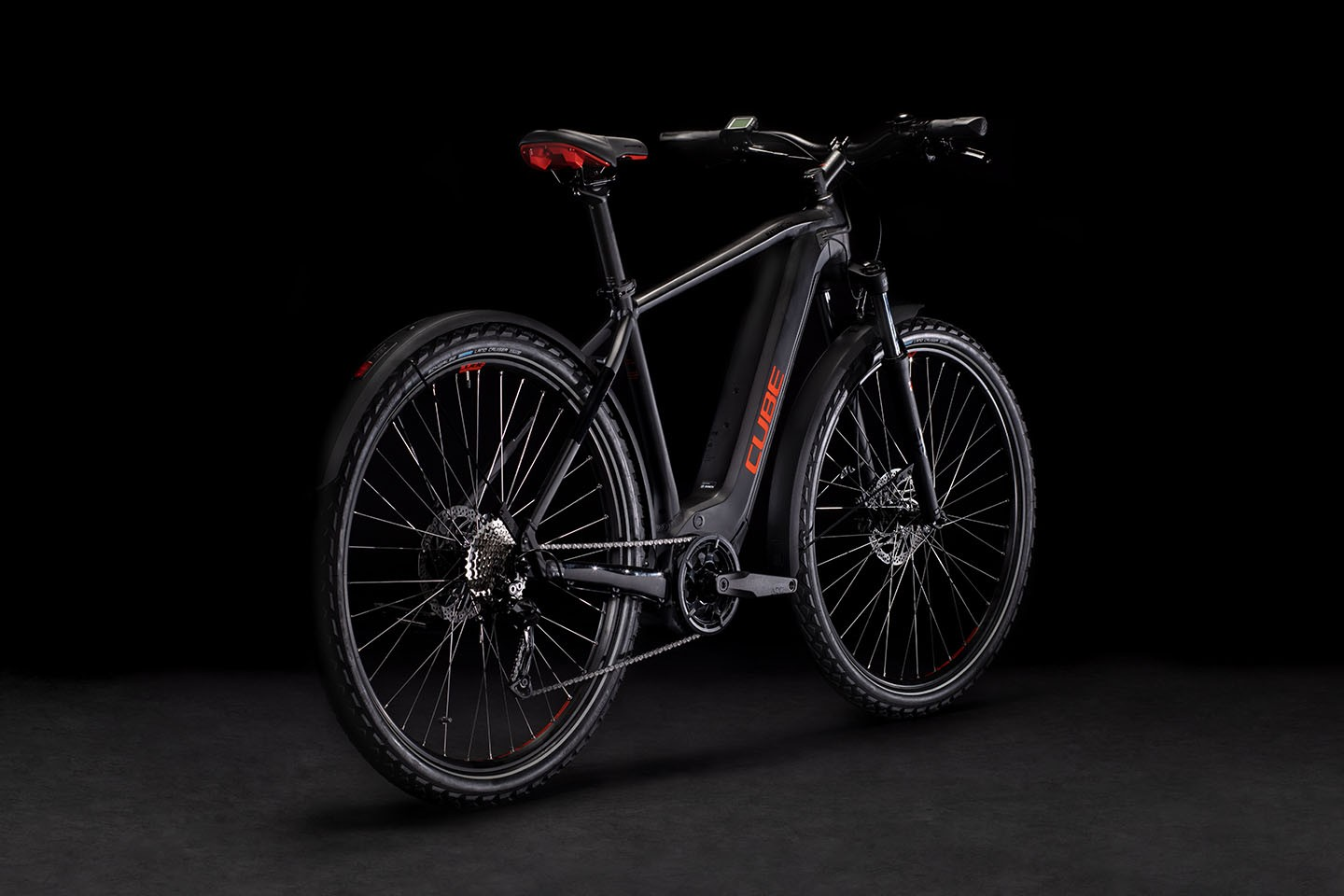 https://w8w5m3f8.stackpathcdn.com/22475/vtc-electrique-cube-nature-hybrid-one-allroad-500-ou-625wh-cadre-mixte.jpg