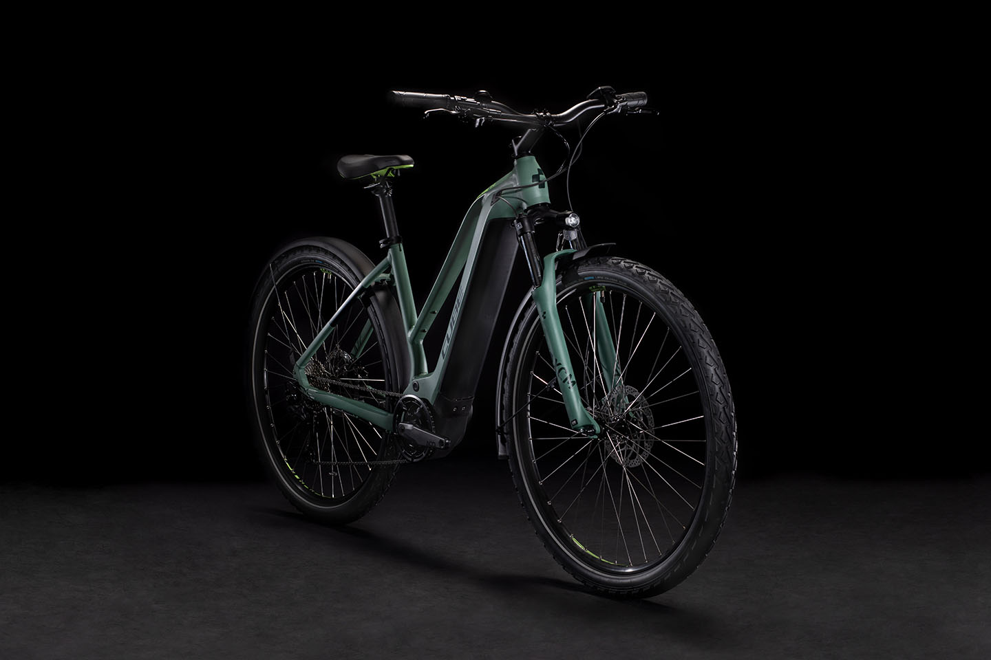 https://w8w5m3f8.stackpathcdn.com/22485/vtc-electrique-cube-nature-hybrid-one-allroad-500-ou-625wh-cadre-mixte.jpg